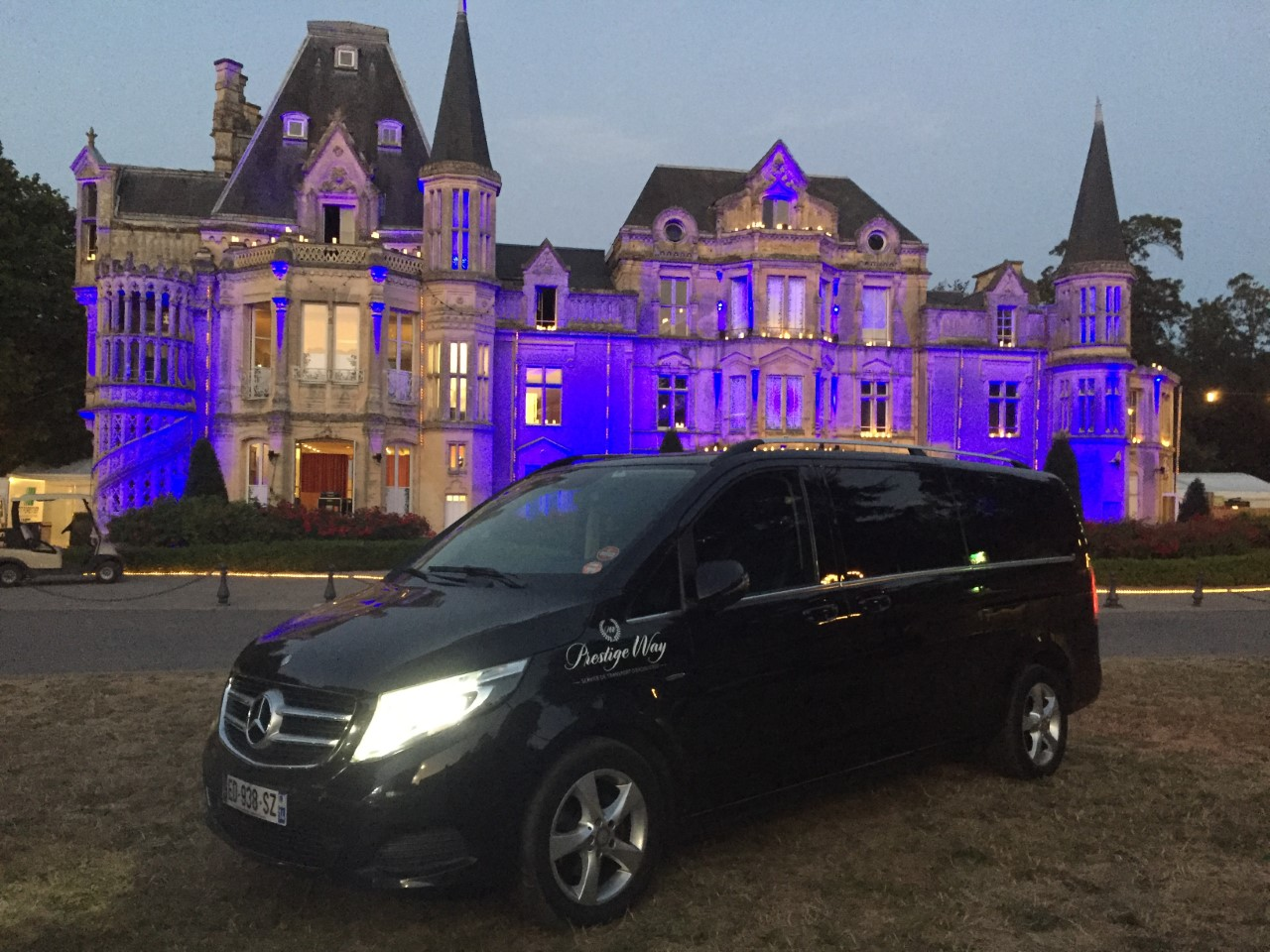 Rental of passenger vehicle with driver for sightseeing tours on French and foreign territories